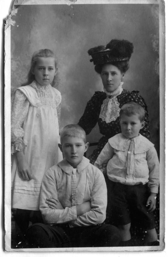 Amelia S-C Edith Oliver Ira 1911