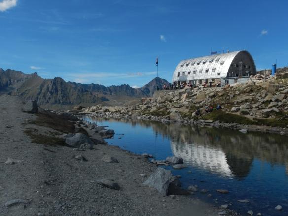Refugio Vittorio Emanuele  (2735m)