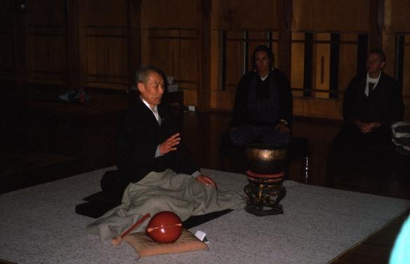 Hogen-san addressing students in the Sala.